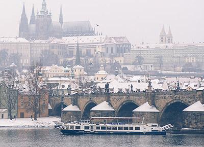 Schiffsfahrt Winterliches Prag